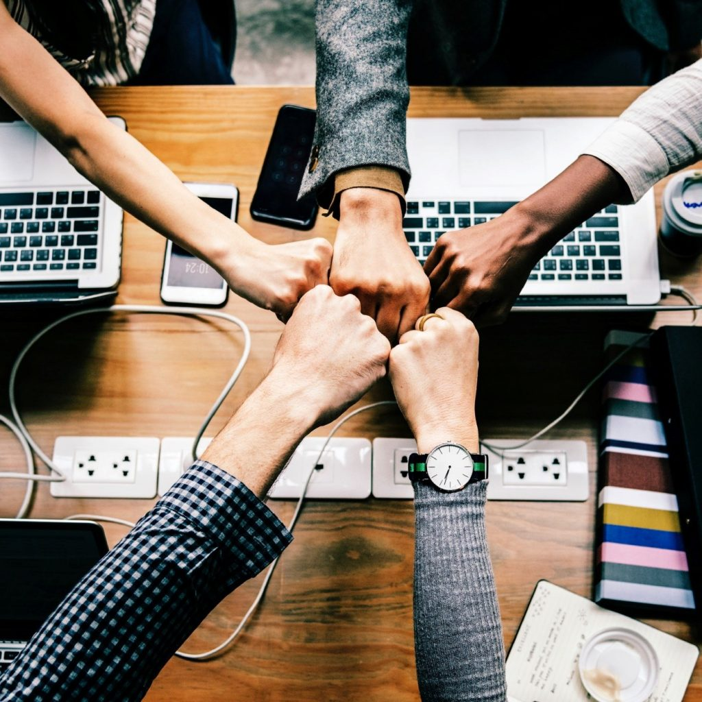 fist-bump-working-together-for-it-support