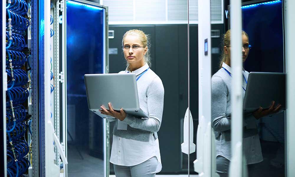 IT service tech performing cloud migration